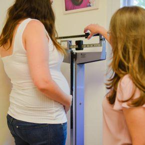 כמה צריך לעלות במשקל בהריון?